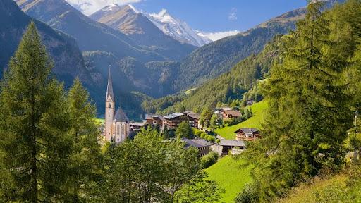 Heiligenblut Village, Austria.jpg