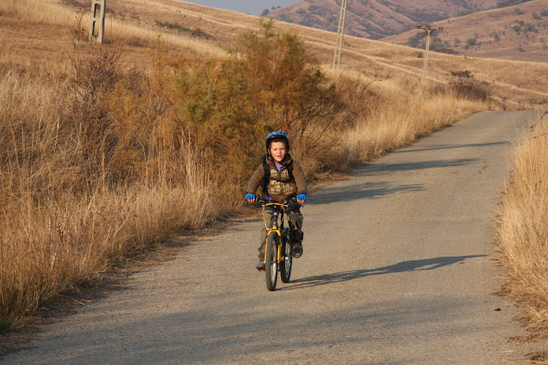 Vulcanii Noroiosi Buzau Berca Romania bicicleta drumetie