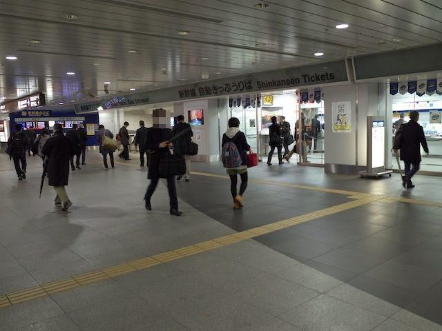 新横浜の切符売り場前のコンコース