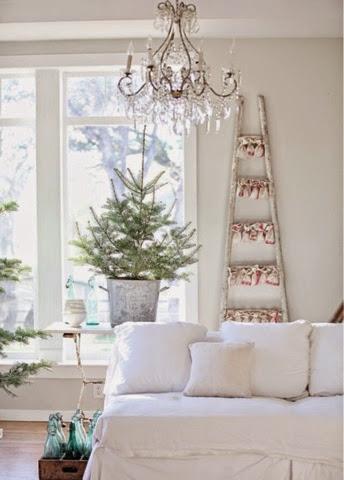 Decoraci n de navidad sencilla medias y tintas for Departamentos decorados para navidad