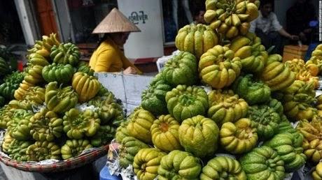 Quả phật thủ, một loại quả bày bàn thờ ngày Tết được bày bán tại Hà Nội. (Ảnh: