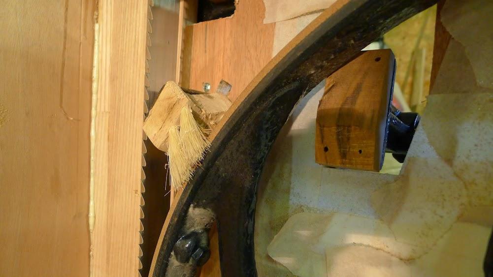 Ancienne scie à ruban Jacquin... La restauration est finie - Page 7 P1070586