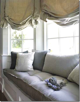 Love The Fabrics And Colors On This Window Seat I M Secretly Attracted To Balloon Shades Too They Re Often Very Ont But Don T Feel That Way