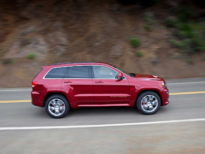 Jeep-Grand_Cherokee_SRT8_2012_1600x1200_Rear_Angle_03