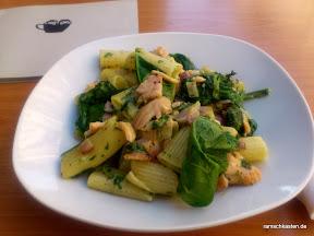Mittagessen Leipzig - Café Tunichtgut - Torglioni mit frischem Spinat und Lachs