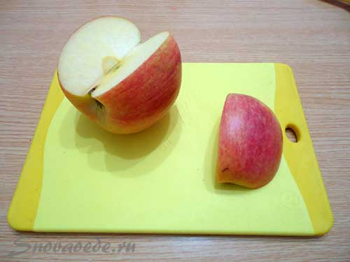 отрезать четвертую часть от яблока