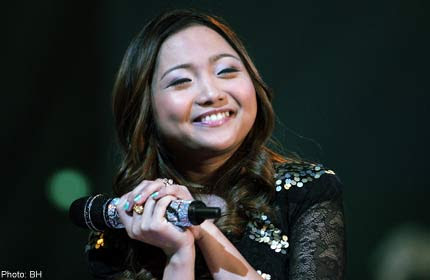 06/10/11 - Philippine Daily Inquirer - How it feels to be short and a 'minority person' in H'wood: Charice opens up 20110615