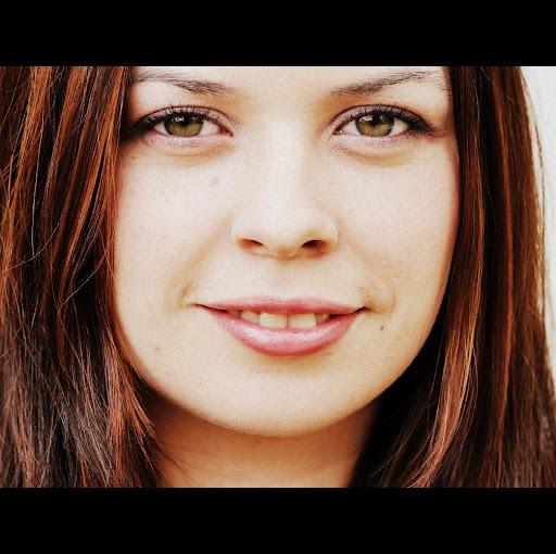 Ariel White Photo 19