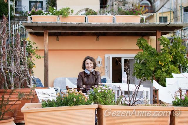 gündoğumunda verandamızda otururken, Villa Yiara Positano