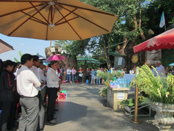 Khung cảnh giáo họ Mẹ Tà Pao mừng lễ Bổn Mạng. 119