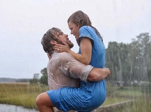 Ôm hôn nhau trong mưa