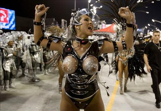 Brasil Un Carnaval O Desnudo De La Mujer Imagenes Atrevidas