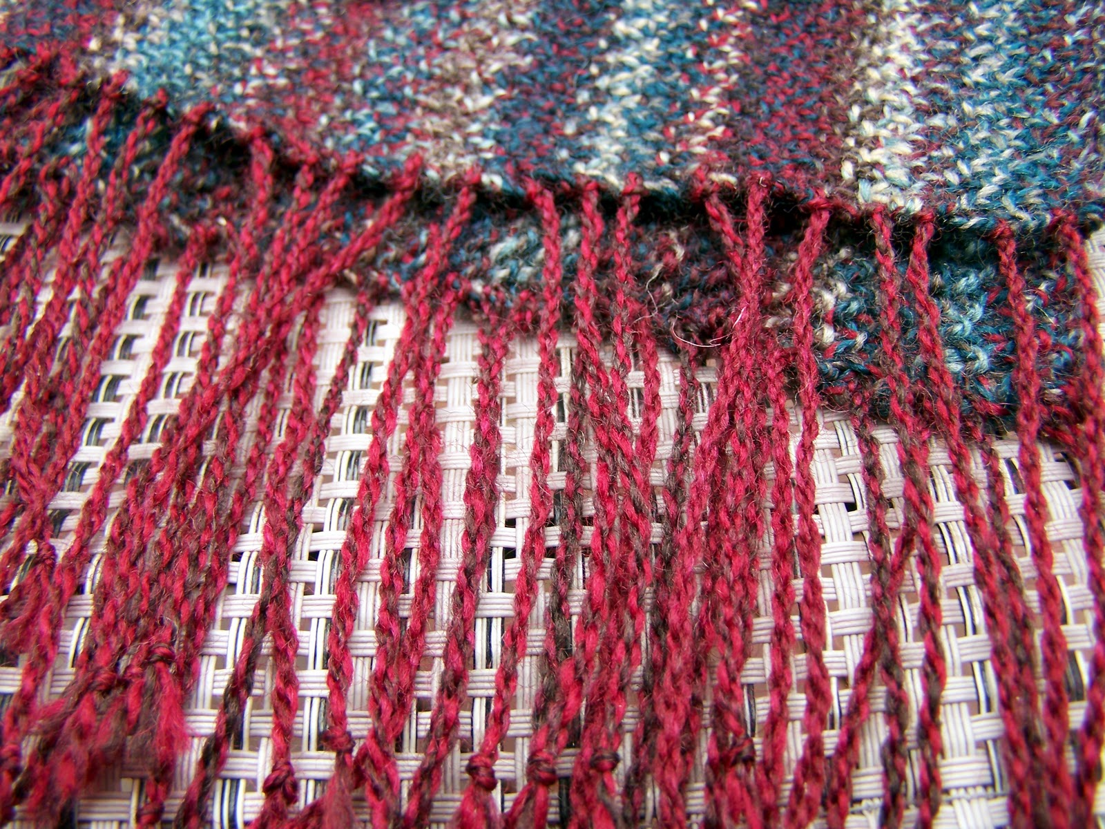 Olives and Mermaids and Wine, oh my...: Linen Stitch Scarf