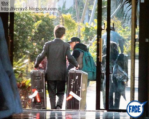 勁大情侶喼 <br><br>連行李都一齊用 Rimowa黑色大喼,使唔使咁襯先?