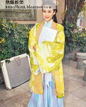 岑麗香初演古裝劇,攬實中英對照的劇本起勢刨。