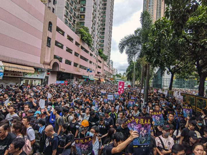 8月5日星期一,香港群眾努力創造歷史,試圖進行總罷工。群眾必須繼續走下階級鬥爭的道路,不然就必定面對失敗。//圖片來源:Flickr,Studio Incendo