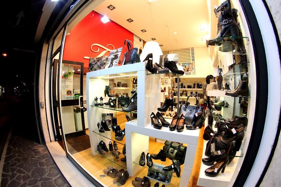 Toma calzature negozio di scarpe uomo Nero Giardini