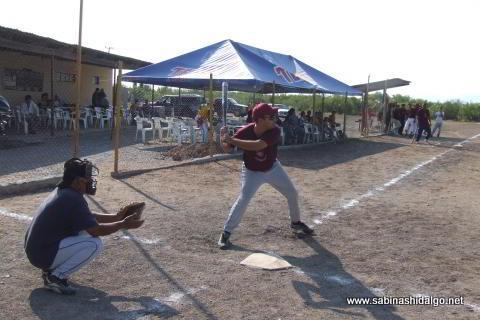 Marco Garza bateando por Cerveceros en el softbol del Club Sertoma