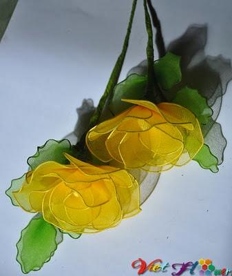 Cách hoa hồng vàng từ vải voan (bước 10)