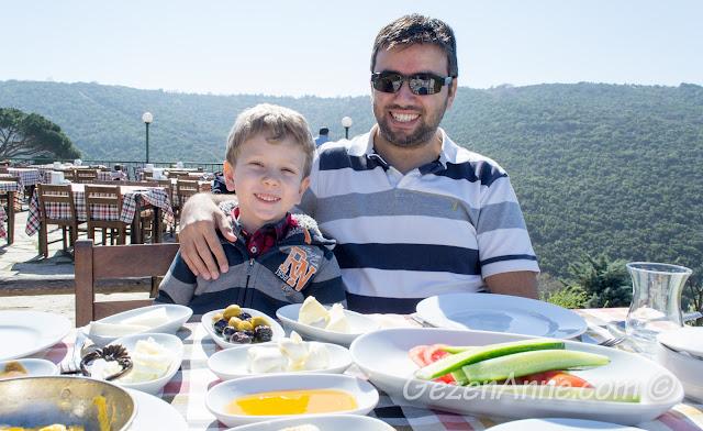 Yoros Cafe'de kahvaltı ederken, Anadolu Kavağı