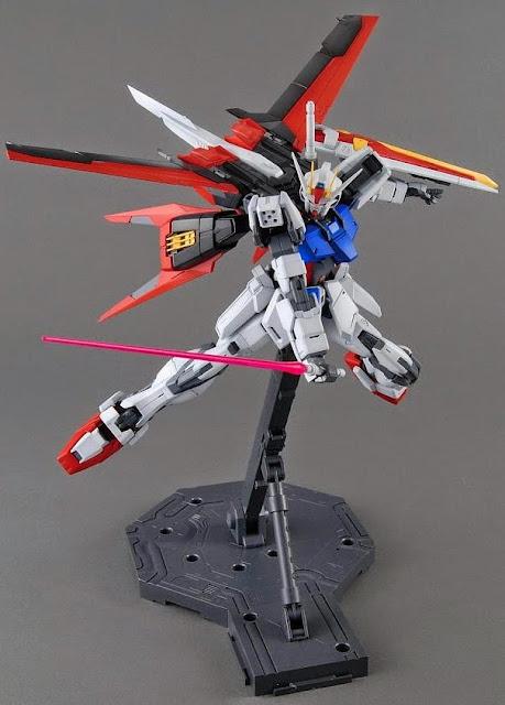 Aile Strike Gundam MG 1/100 đem đến phạm vi chuyển động không thể tin được