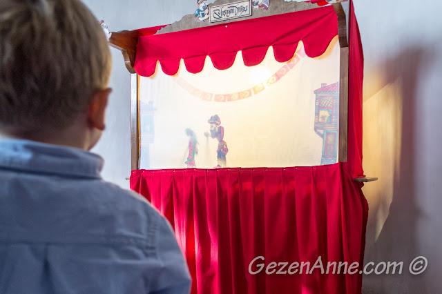 Beypazarı Yaşayan Müze'de Karagöz izlerken