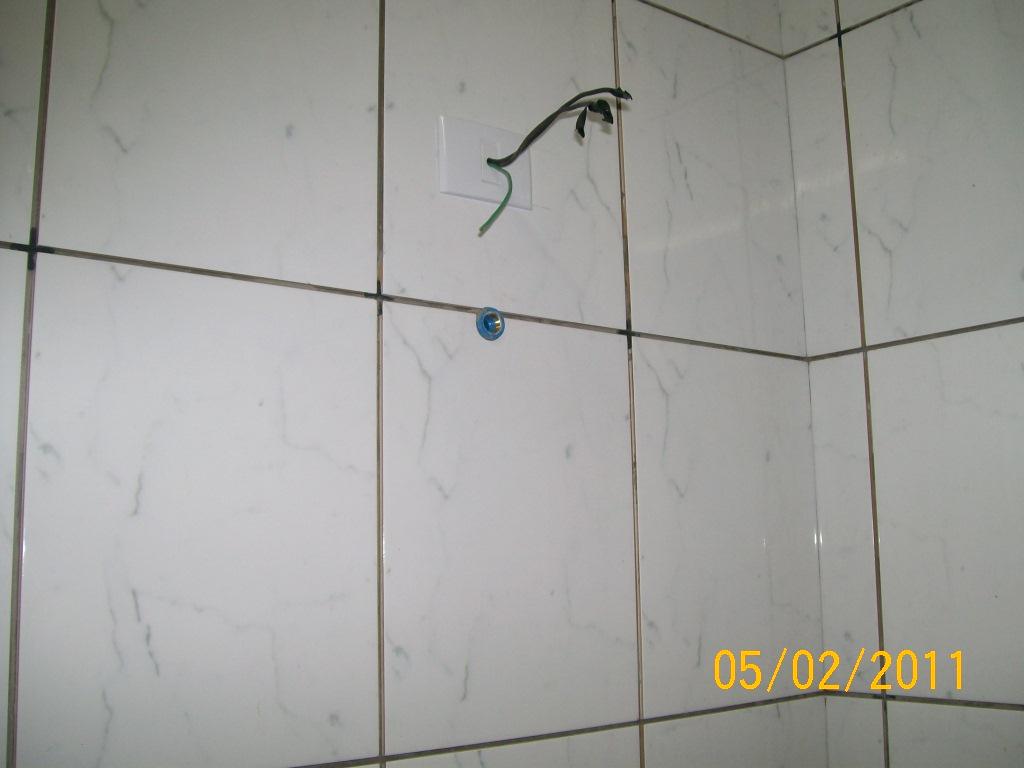 & Garcia Acabamentos: fotos de banheiros com e sem faixa decorativa #BF900C 1024 768