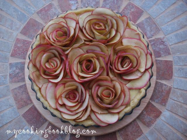 Пай с рози от ябълки