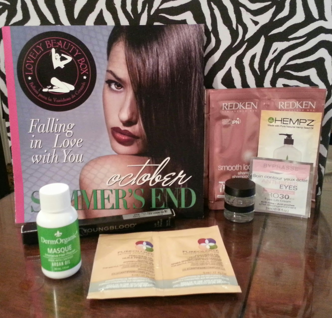 "October Lovely Beauty Box ""Falling in love with you""."