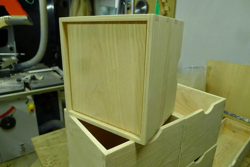 Une série de petites boites P1070680