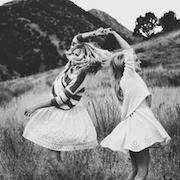 К чему снится подруга в свадебном платье?