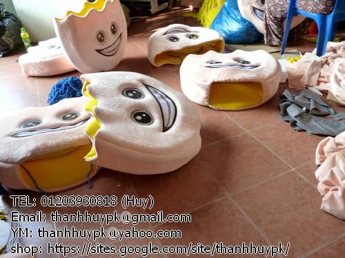 đang sản xuất mascot cái bánh hàng loạt