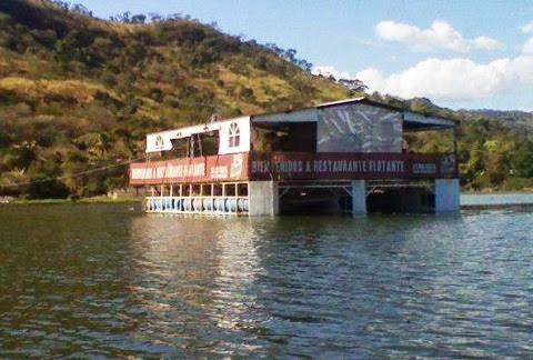Restaurante flotante en Chalatenango