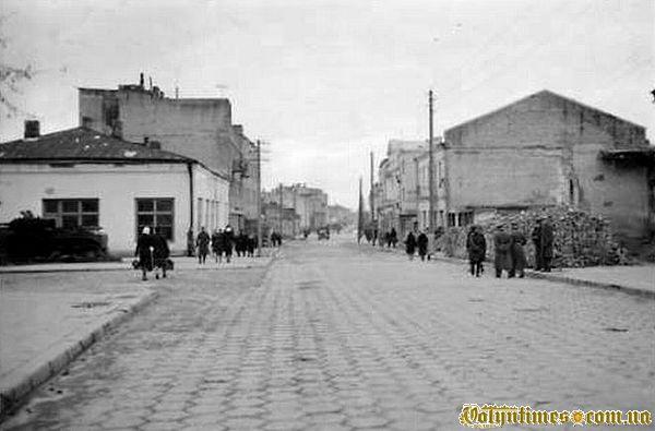 Нинішня вулиця Лесі Українки в воєнний період.