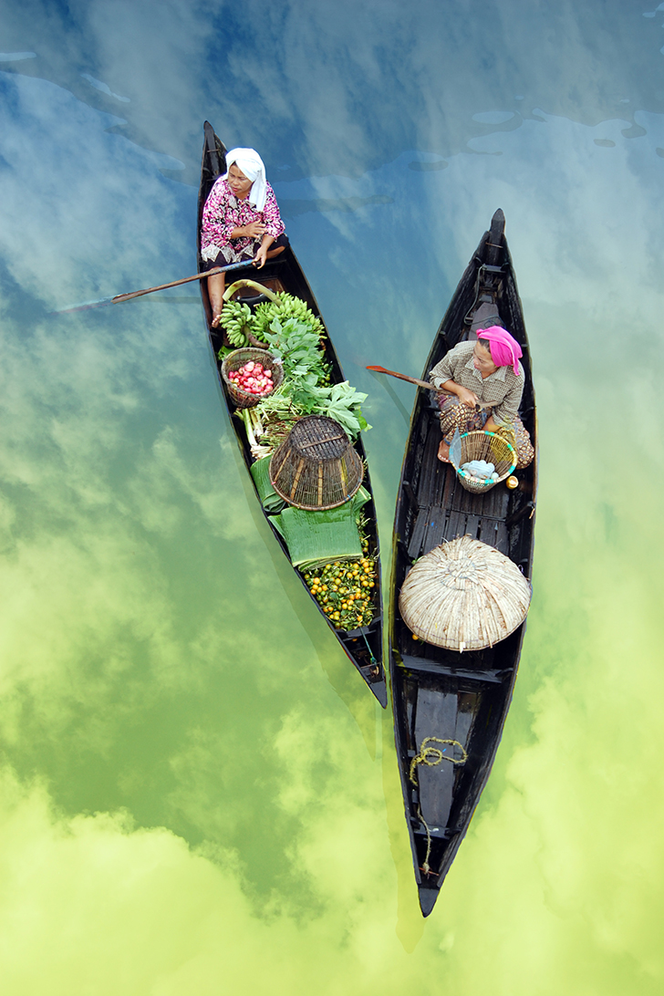 The Floating Market Indonesia (South Borneo).