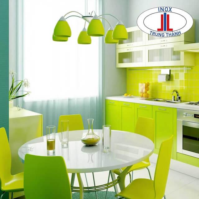 Tủ bếp inox cánh nhựa màu xanh tươi sáng