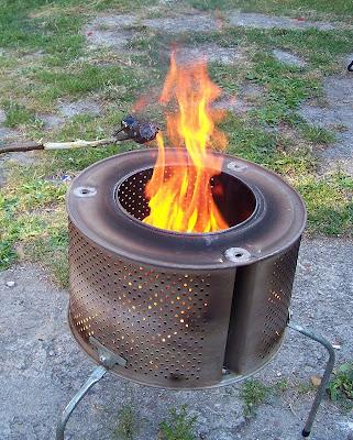 grill ognisko ogień pieczenie kiełabasek relaks bęben od pralki DIY ognisko w pralce pieczenie kiełbasek nad bębnem od pralki