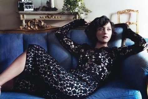 """Marion Cotillard, en el sofa"""" width="""