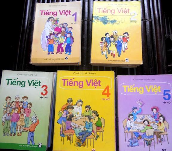 Sách giáo khoa tiểu học cũ - nơi lưu giữ từng trang ký ức DSCN2715
