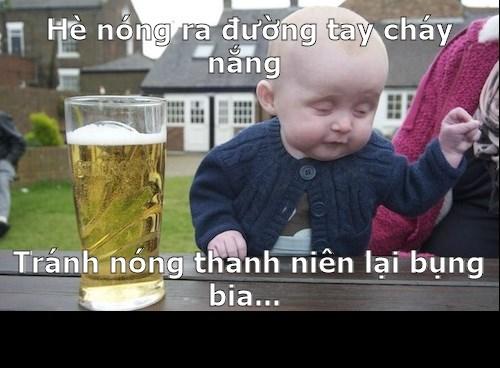 ảnh vui em bé uống bia để giải nhiệt mùa hè