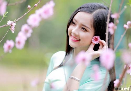 Chùm ảnh mùa Xuân đẹp rạng rỡ cùng các cô gái dễ thương nhất