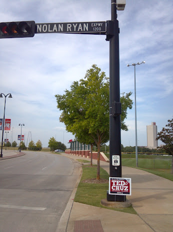 Ted Cruz for Senate sign at the corner of Nolan Ryan Expy and Legends Way