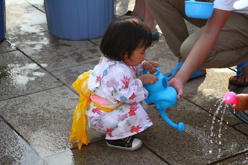世田谷のせたがやふるさと夏祭りを楽しむ子どもの画像