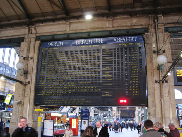 発車時刻掲示板@パリ北駅