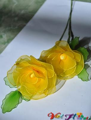 Cách hoa hồng vàng từ vải voan (bước 11)