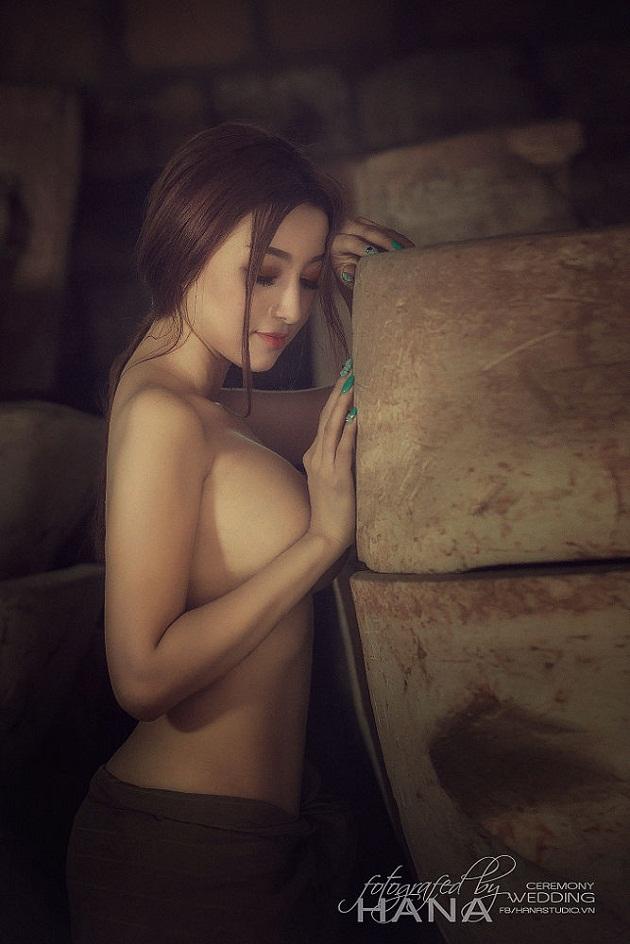 co-thi-no-lang-gom-chup-anh-ban-nude-gay-soc-hinh-34.jpg