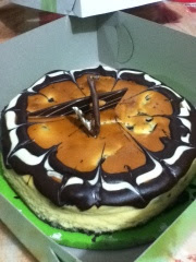 choco-fudge-cheesecake-at-leona's