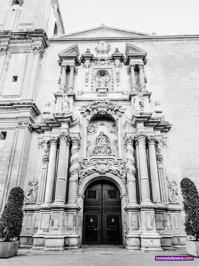 Nikon D5100, 10-20 mm, Edificios y Monumentos, Basílica de Santa María, Elche, Blanco y negro, Fachada,