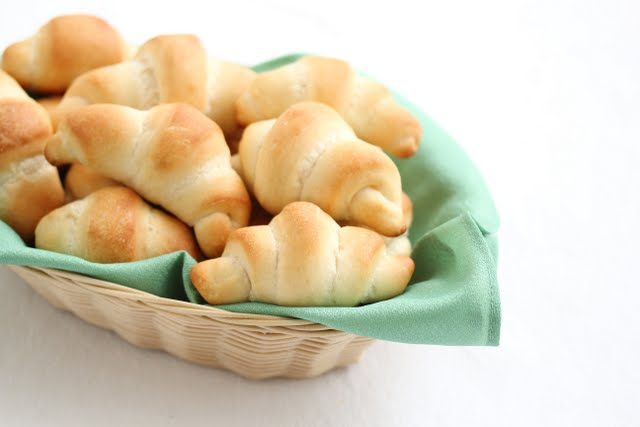 photo of a basket of Crescent rolls