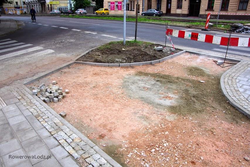 Miejmy nadzieję, że będzie jakoś przesunięte to przejście dla pieszych, aby możliwy był wjazd od strony wschodniej.